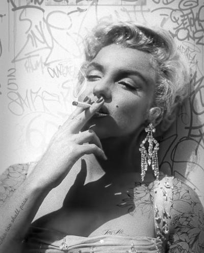 smoking-gun-marilyn-black-and-white-33125